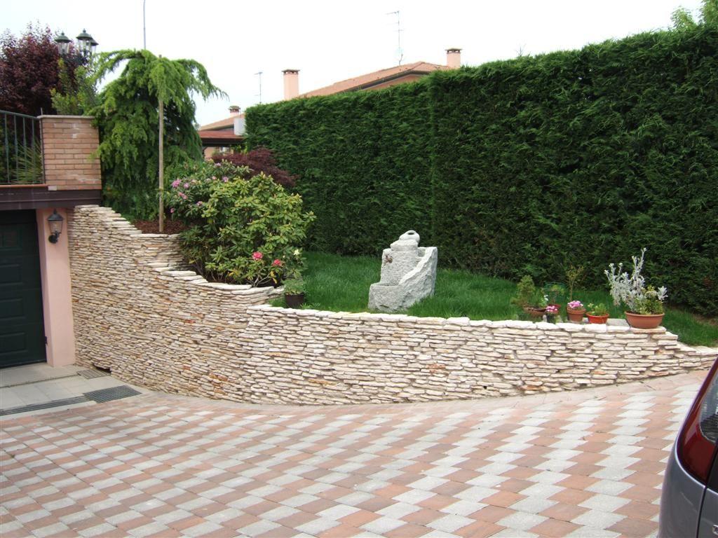 Allestimento aiuola con marmo di trani casette tettoie - Muretti in pietra giardino ...